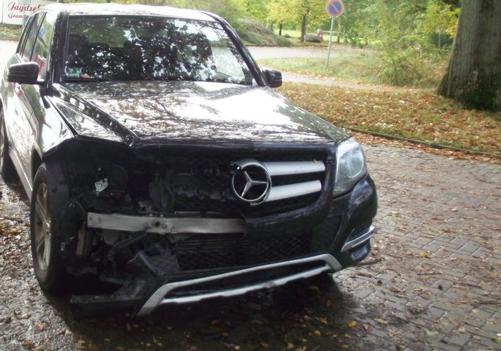 Verkehrsunfall zwischen Mercedes und Dacia